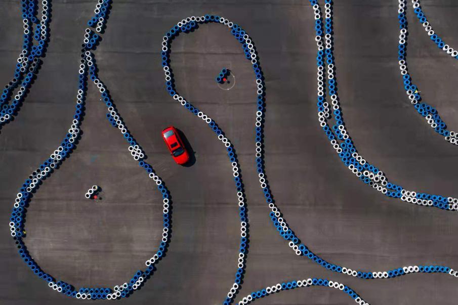 卡丁车赛道试驾吉利新缤瑞 挑战3600°S弯