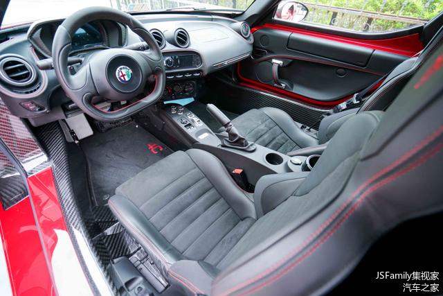 """当你望眼车内的时候,这似曾相识的""""法家""""整体布局,是否激起了你的驾驶欲望?"""