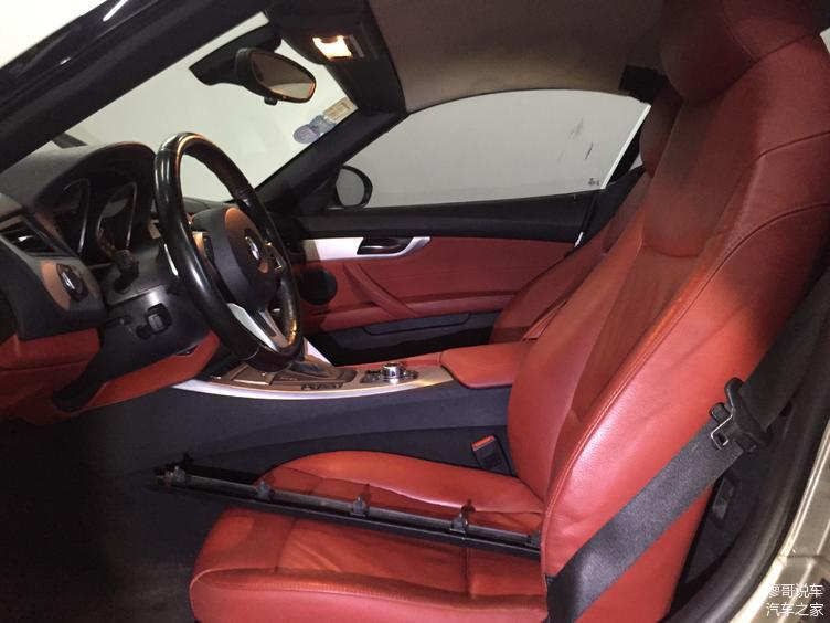 内饰采用的红色非常符合运动跑车风格,激情澎湃!