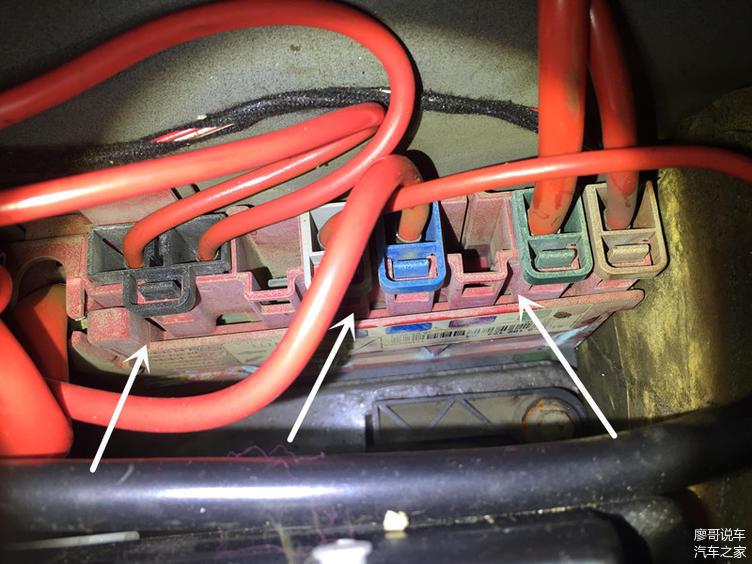 配电盒有明显的进水迹象针脚有腐蚀迹象
