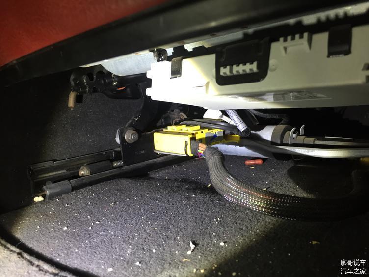 检测左侧座椅骨架、线束未发现有泡水迹象