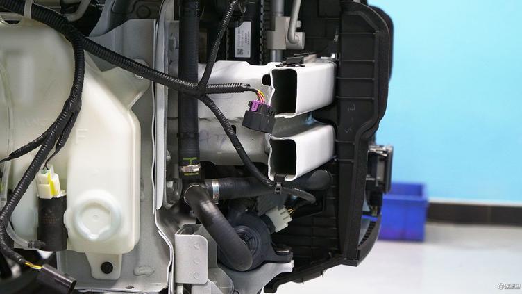 拆解新款长安cs75 看车身结构是否过硬 底盘构造是否扎实