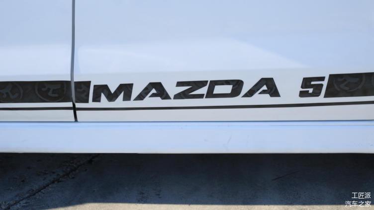 同时设计了带有我们工匠派logo的侧门车贴